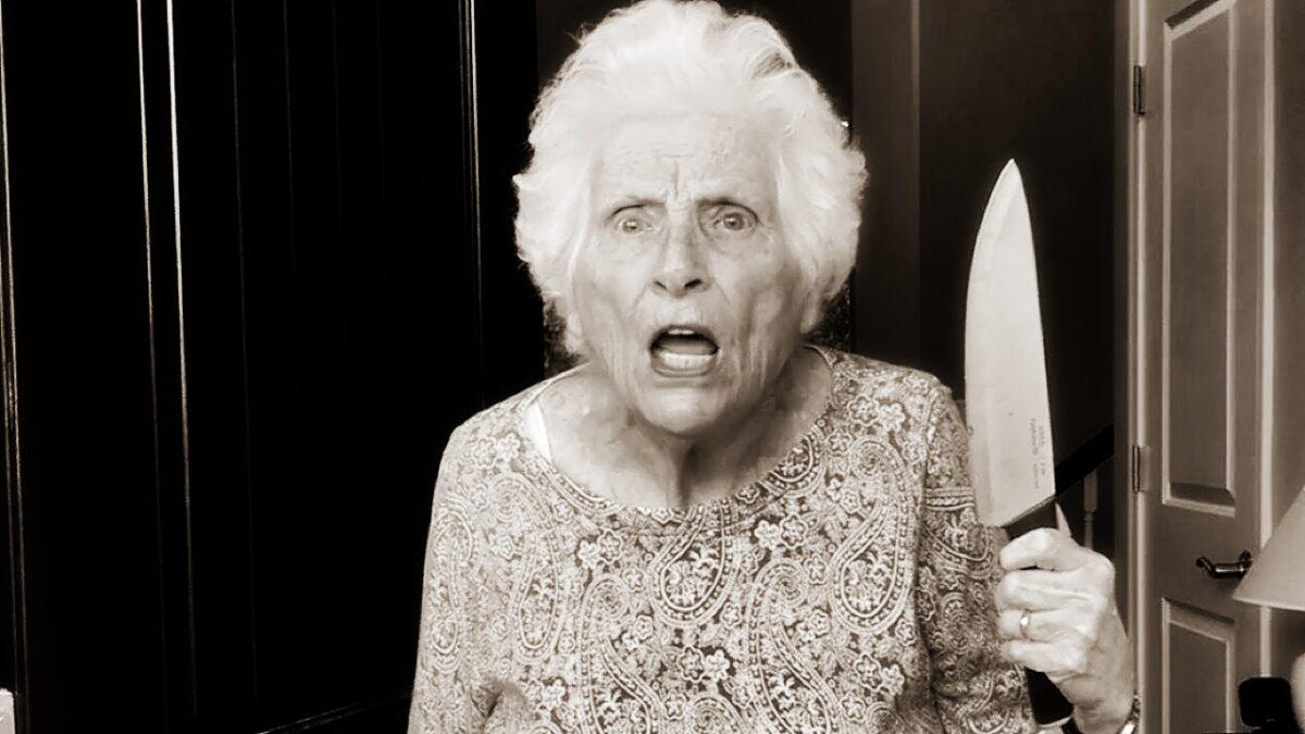 А вы разрешаете клиенту быть пьяной сумасшедшей бабушкой?